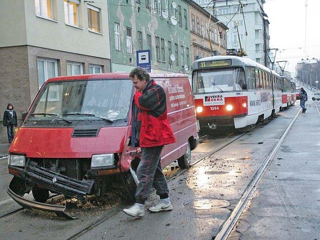 Dopravní nehoda v ulici Milady Horákové.
