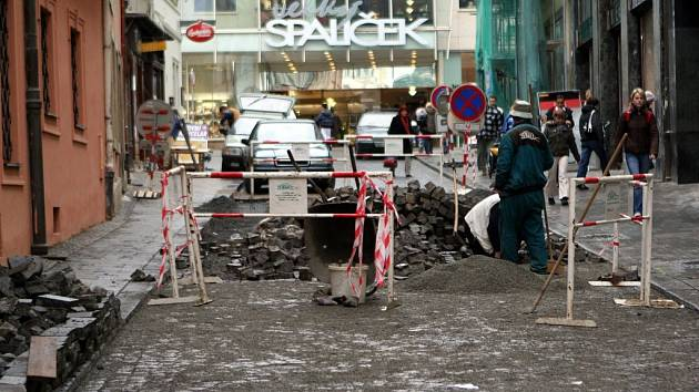 V ulici Panská probíhá výměna dlažby