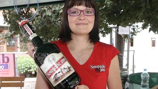 Pivní festival na dvoře Městského divadlo Brno.