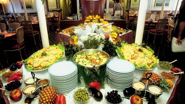 Přípravou rautů a občerstvení se zabývají desítky firem.