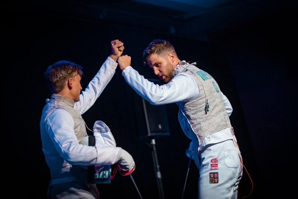 Šermíři Marek Totušek (vpravo) a Alexander Choupenitch se občas postaví i proti sobě.
