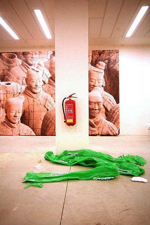 Instalace výstavy Terakotová armáda.