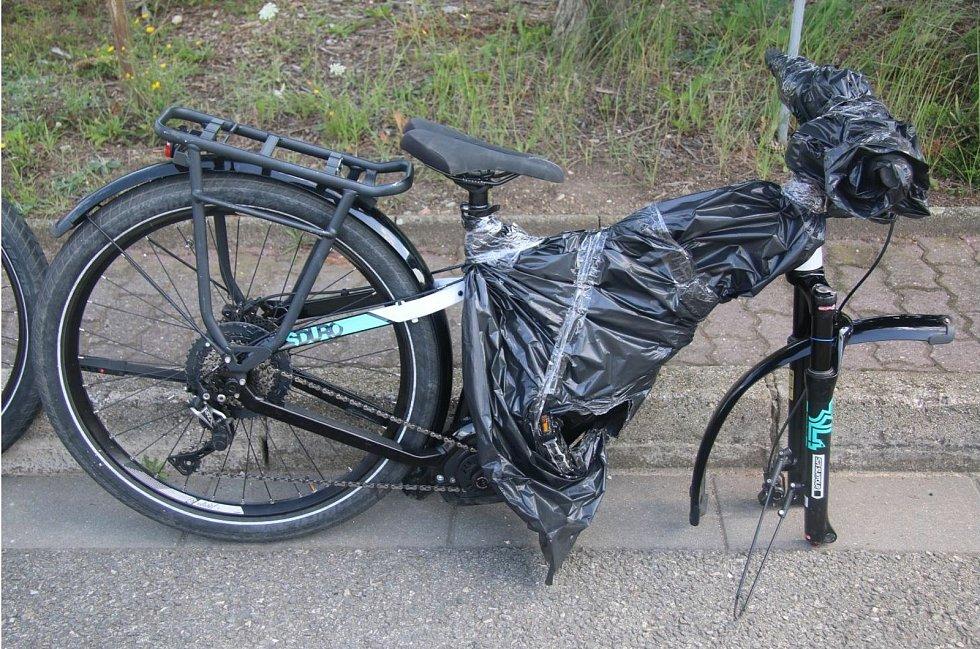 Ukradená elektrokola, která našli policisté v autě na dálnici D1 u Brna.