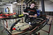 Kompletace JetSurfu ve střelické výrobně
