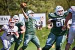Hráči Brno Alligators (v zeleném) se chystají na další duel Paddock ligy amerického fotbalu.
