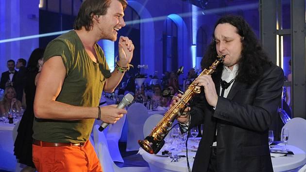 Zazpíval i Vojtěch Dyk. Ples jako Brno 2016 v někdejší strojírně Fredricha Wanniecka.