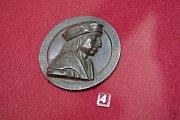 Moravské zemské muzeum v Brně zahájilo výstavu unikátních mincí z numismatického oddělení.