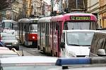 Auto srazilo chodkyni v ulici Veveří v centru Brna.