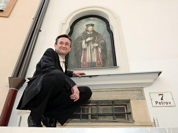 Díky Stanislavu Sedláčkovi se vrátil předloni na brněnský Petrov restaurovaný obraz svatého Jana Nepomuckého.