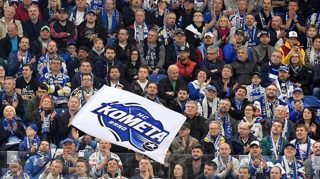 Fanoušci na čtvrtém utkání mezi Kometou Brno v bílém a Hradcem Králové.