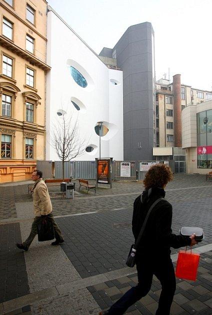 Vyhořelé casino dostává novou podobu. Obchodní centrum se otevře vkvětnu.