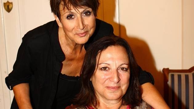Sestry Martha a Tena Elefteriadu zazpívají v Divadle Bolka Polívky po roce a půl v Brně.