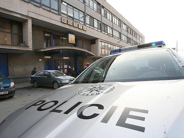Ve čtvrtek před druhou hodinou odpoledne přepadl brněnskou hlavní poštu ozbrojený muž.