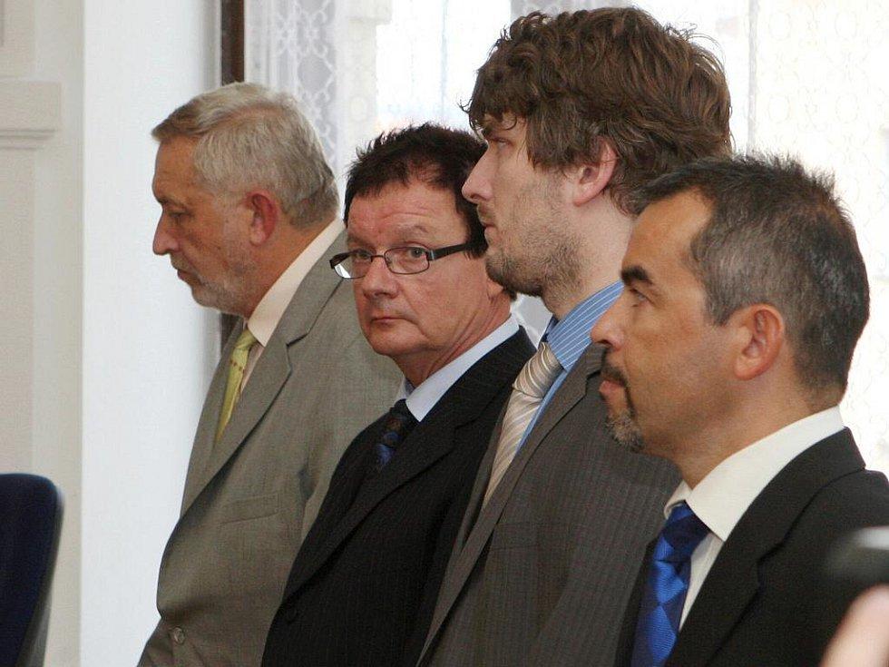 Aleš Kvapil při čtení rozsudku u krajského soudu v Brně.