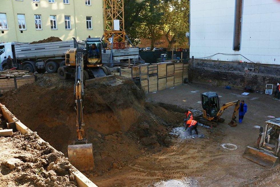V Hvězdové ulici našli archeologové hrob muže ze starší doby bronzové.