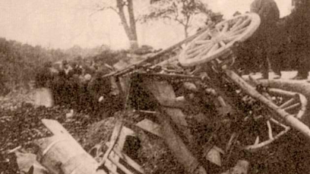 Historický záznam. 100 let stará fotografie z místa činu