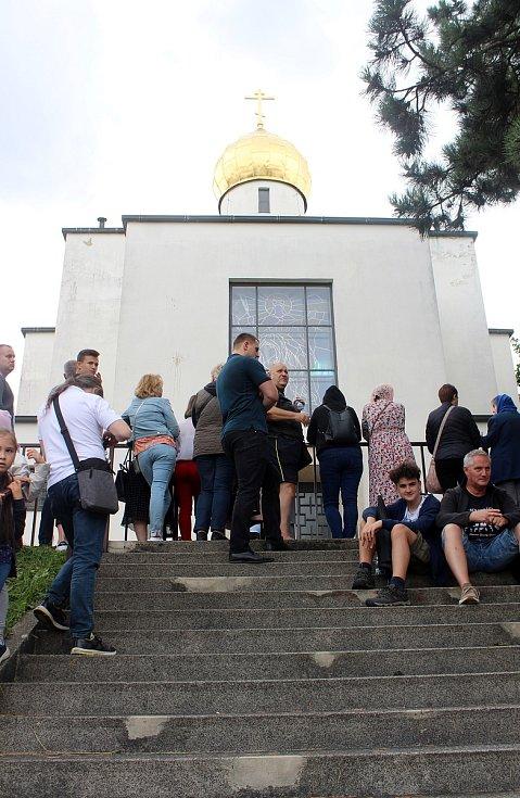 Jozef Fejsak se zamknul v kostele na několik hodin.