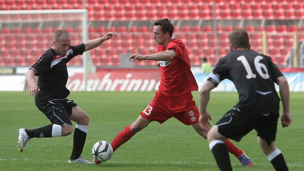 Mladí fotbalisté brněnské Zbrojovky podlehli ve šlágru kola na domácím hřišti pražské Slavii 1:2.
