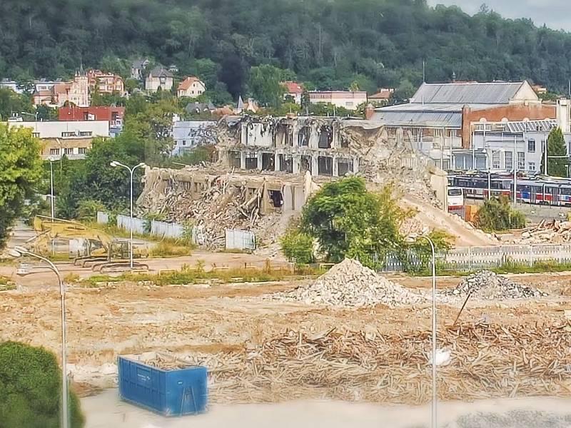 Areál brněnského výstaviště a okolí se kvůli stavbě nové haly a bouracím pracem mění před očima.