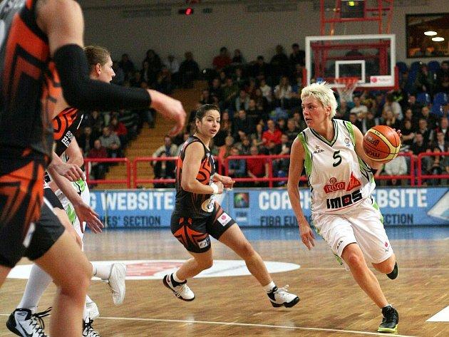 Hráčky Frisca Sika Brno podlehly na domácí palubovce basketbalistkám Bourges 62:67.