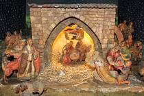 Betlém ve svatopetrském chrámu vyřezal Heřman Kotrba