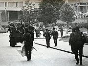 Brňané bezmocně přihlíželi, jako vojáci chodí dnešní Veselou ulicí.