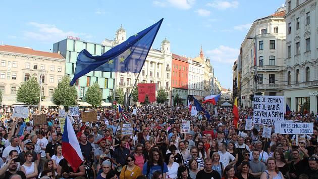 Proti Babišovi demonstrovalo v Brně pět tisíc lidí