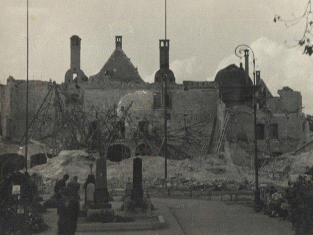Zničený Německý dům v Brně.