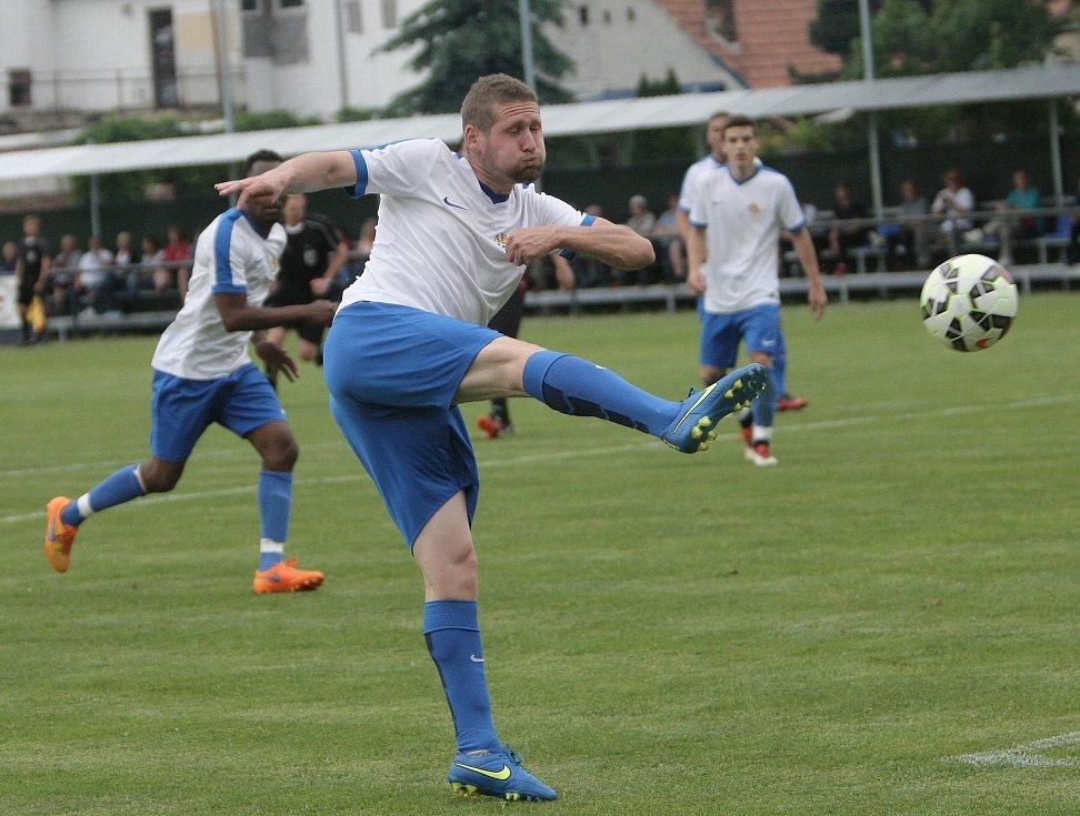 Fotbalisté Tišnova (v bílém). Ilustrační foto.