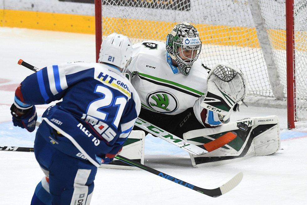 Brno 5.2.2021 -  domácí HC Kometa Brno Jakub Klepiš (modrá - Jakub Klepiš) proti BK Mladá Boleslav (Gašper Krošelj)