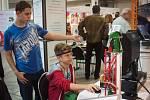 Na českém trhu je přes 450 tisíc uchazečů o zaměstnání a 100 tisíc volných pracovních míst. A největší poptávka je právě po technických oborech. Proto se krajští radní rozhodli žáky k jejich studiu znovu přitáhnout.