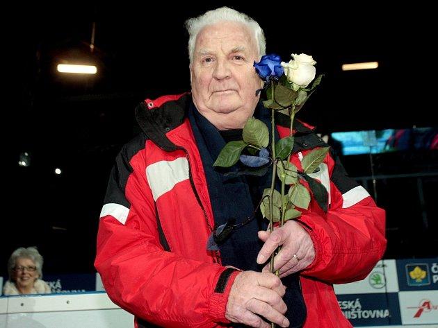 Krasobruslařská legenda z Brna Karol Divín. K osmdesátinám mu poblahopřáli a uspořádali show na ledě.