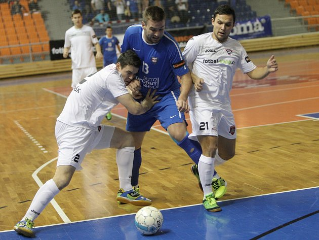 Helas zvítězil ve futsalovém derby proti Tangu 4:0.