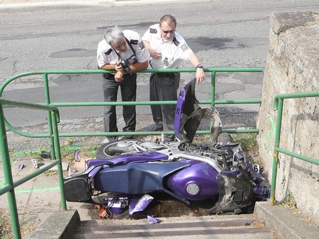 Motorkáře po nehodě v oslavanském Padochově transportoval do nemocnice vrtulník.