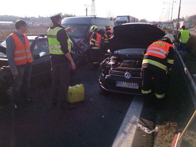 Tři dopravní nehody komplikovaly provoz na D1 u Brna.