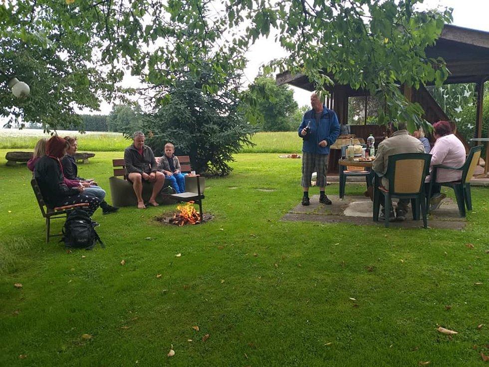Společně proti samotě se na pikniku sešli lidé také v Putimově na Pelhřimovsku.