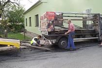 Jen spálená kovová konstrukce zbyla předevčírem odpoledne z dodávky, která shořela v Moravanech na Brněnsku. Starší auto začalo hořet za jízdy, řidič včas vystoupil.