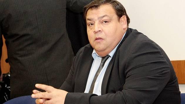 Čtyřicetiletý Tibor Lakatoš u Krajského soudu v Brně, kde byl obžalovaný z pokusu o vraždu.