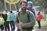 Víc než stovka protestujících se v sobotu sešla na Kraví hoře na Tišnovsku, kde účastníci vyjádřili svůj nesouhlas se záměrem vybudovat tam úložiště jaderného odpadu.