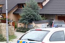 V domě v brněnských Ivanovicích se vraždilo letos v květnu. Pachatel zabil čtyřčlennou rodinu. Obviněný je její příbuzný Kevin Dahlgren.