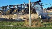 Požár skladu slámy ve Vlasaticích na Brněnsku.