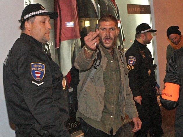Agresivní cestující v brněnské městské hromadné dopravě.