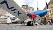 Výstava letadel na brněnském náměstí Svobody jako součást festivalu Ignis Brunensis.