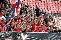 Ve Wedos Areně fotbalistům Zbrojovky proti pražské Spartě fandil maximální možný počet dvou a půl tisíc diváků.