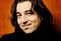 Tureckého klavíristu a skladatele Fazila Saye (na snímku) ke spolupráci s Filharmonií Brno přesvědčil šéfdirigent Aleksandar Marković.