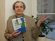 Poslední díl trilogie o životech ekologicky šetrných rodin pokřtila v pondělí Hana Librová se svými žáky na Fakultě sociálních studií Masarykovy univerzity v Brně.