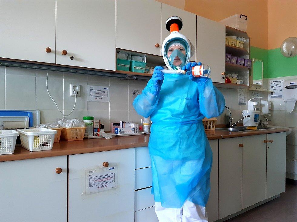 Celoobličejové masky využijí zdravotníci v kontaktu s lidmi nakaženými koronavirem. Foto: Pavel Frič