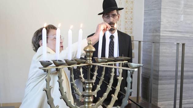 V den nazývaný Jom ha-šoa si Židé připomínají oběti holocaustu.