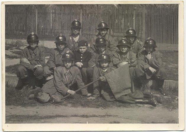 Nejstarší dochovaná fotografie soběšické hasičské mládeže.