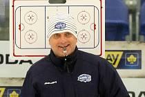 Trenér hokejové Komety Vladimír Kýhos.